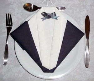 Le pliage de serviettes exemples et tutos comment faire - Pliage serviette costume ...