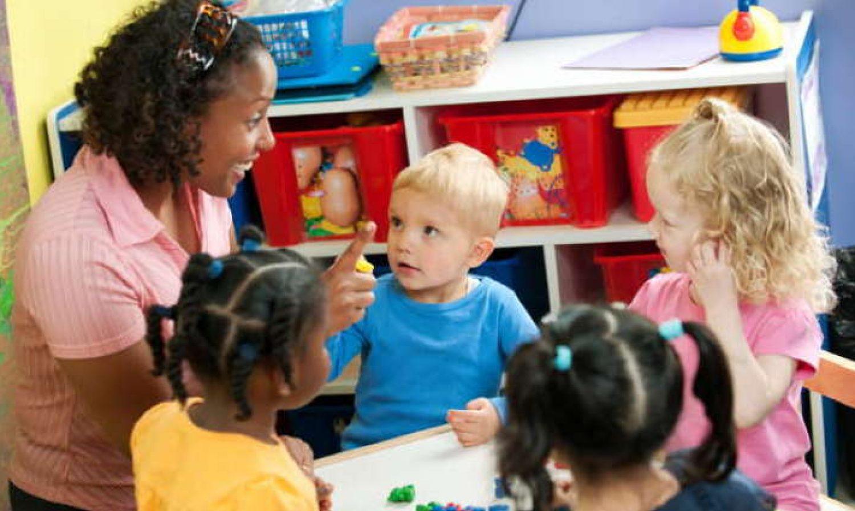 Les compétences exigées par les métiers de la petite enfance.