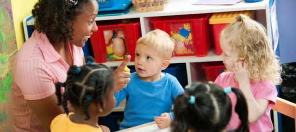 institutrice avec des enfants